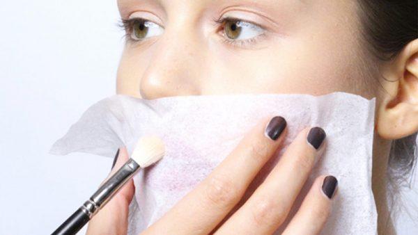 Phủ phấn lên môi
